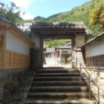 パワースポット!宝篋山の巌洞に安置「宝篋山・天徳寺」を紹介
